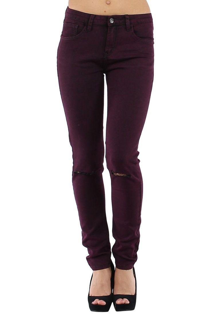 Pantalón vaquero de mujer Jeans muy ajustados con rotos en ambas rodillas color marsala Condición:  Nuevo Composición 68% algodón, 30% poliéster, 2% elastano Categoría Pantalones Jeans Paquetes 10 unidades Los paquetes de cada color Tamaño : 34 (XS), 36 (S), 38 (M), 40 (L), 42 (XL) De color Marsala  Mayoristas de ropa vaqueros al por mayor: http://intueriecommerce.com/es/