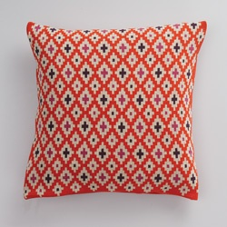 Mozi, knitted cushion in mandarin... so pretty!