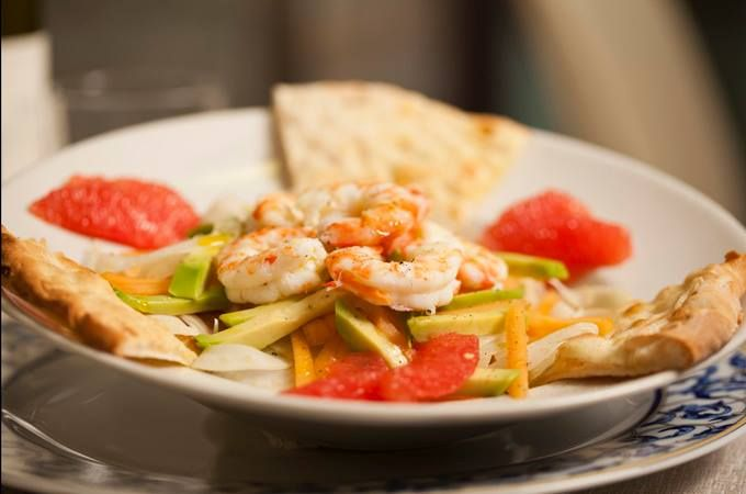 Nella nostra insalata arcobaleno le mazzancolle freschissime danno il meglio di sé. Per te. #pescefresco da #canova #mazzancolle #mazzancollefreschissime #insalataarcobaleno