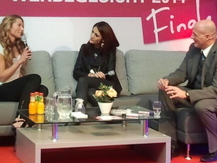 Die Show und Moderation in Berlin zum Finale des Höffner Werbegesicht wurde von Moderator Thorsten begleitet. Mit seiner Co-Moderatorin der Germanys Next Topmodel Kandidatin Fiona Erdmann führten beide mit einer spannenden Moderation durch das Finale.    Ihr Moderator Thorsten von Nightfley Djing Berlin Discjockey und Moderator DJ Thorsten Teube  www.nightfley.de  #Event #Show #Moderation #Berlin #Moderator #Veranstaltung