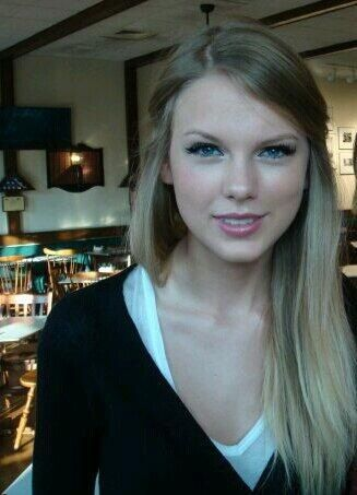 Taylor's hair looks GORGEOUS here! Trying it when mine is this length...