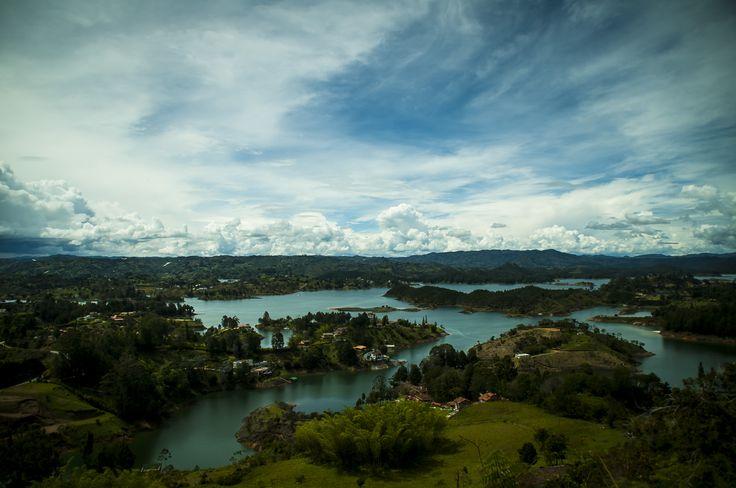 Represa del peñol, Guatape, Colombia  todos los derechos reservados omar Andrès [ o']