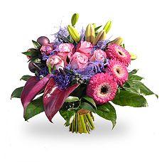 Kerstboeket Purity, met paarse en roze kleuren, rozen, gerbera, anthurium en groen