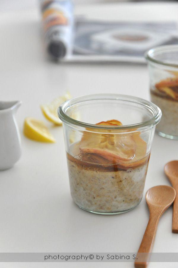 Vanilla porridge with caramel apples