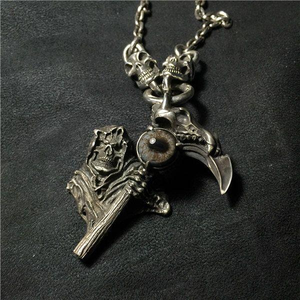 Dios del colgante de la muerte de SculptureartStore en Etsy https://www.etsy.com/es/listing/469158296/dios-del-colgante-de-la-muerte