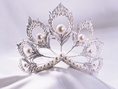 Pearl Crowns | ferrebeekeeper