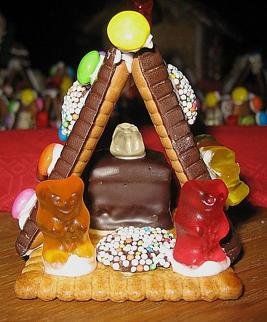 The chocolate ones for the roof is a great idea.