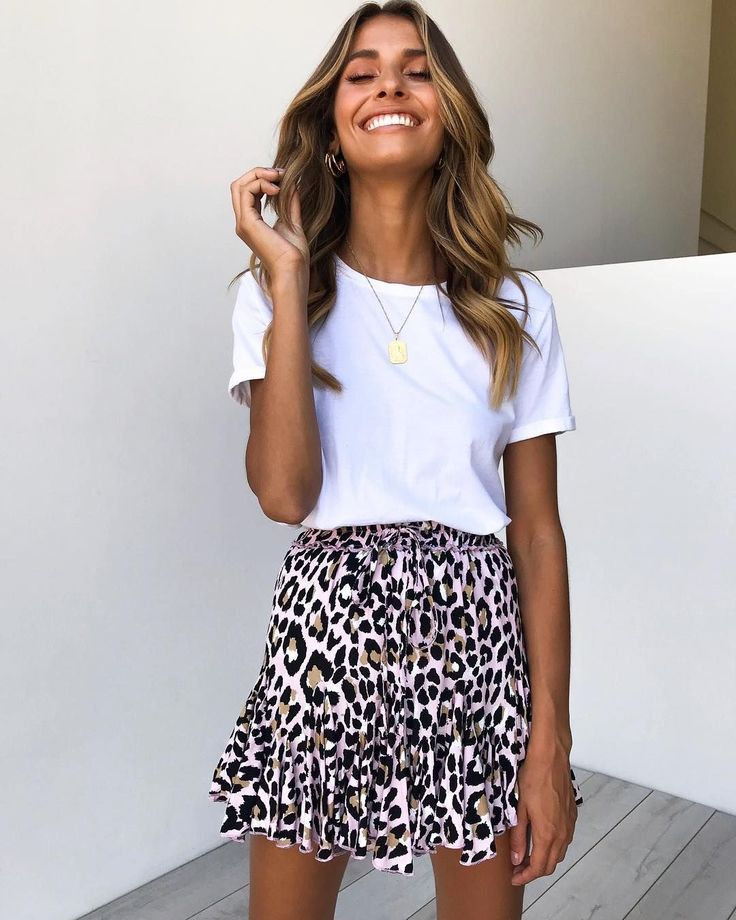 Trendy animal print ruffled mini skirt with simple white tee. – Fashion