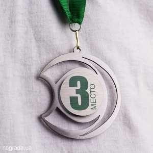 Медаль в форме шлема Мамбрина  изготовлена из металла, с применением прямой цветной печати на планшетном принтере