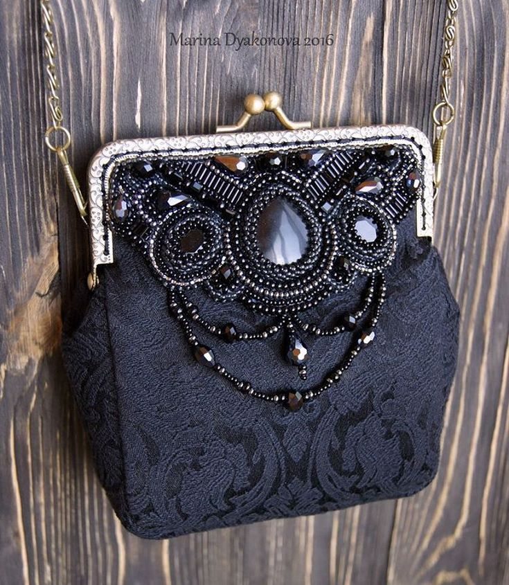 И вот такая строгая крошка-сумочка в total black тоже была сшита на заказ #beauty #красота #bag #сумочка #сумочкаручнойработы #сумка #acsessories #аксессуары #бисер #beads #beadswork #beading #broidery #вышивкабисером #marinadyakonova #маринадьяконова #ручнаяработа #embroidery