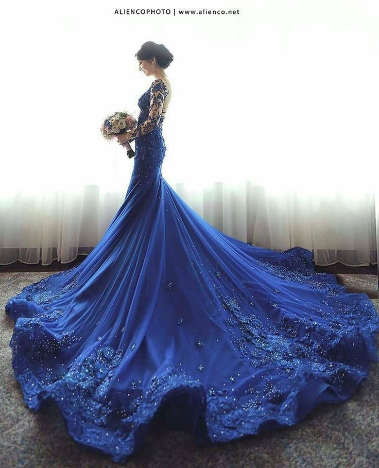 Inspired Gown Blue . Photo: @aliencophoto