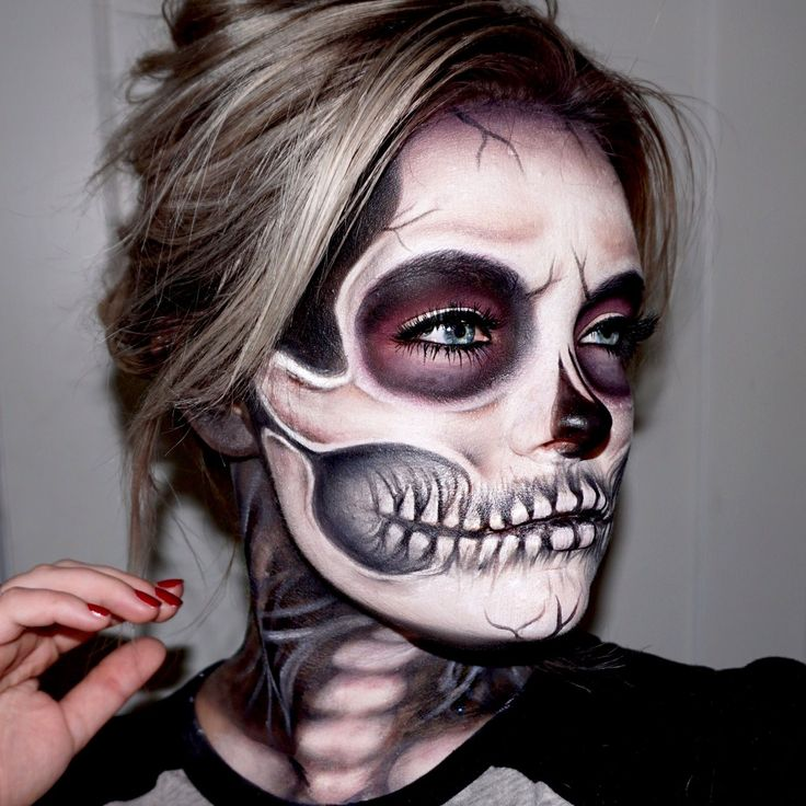 This is a perfect look for Halloween. Use white and black face paint to create the skeleton look. Set with [...] #facepainttutorial #facepainting
