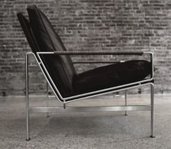 simplyessentials: montauk sofa