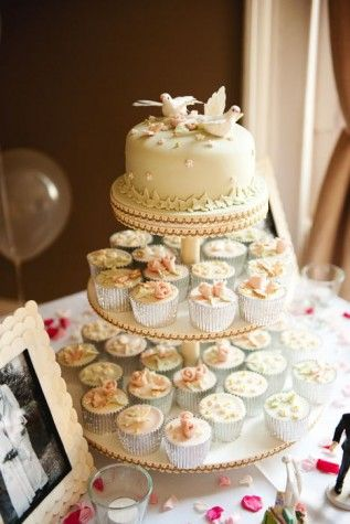 Cupcakes and cake for the Wedding