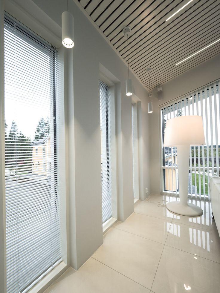 Pendant lights provide extra touch to any home lighting. Roikkuvalaisimet sopivat jokaisen kodin valaistukseen.