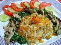 Arroz Colorido com Mix de Shitake e Couve Chinesa (vegana): Ingredientes Para o arroz colorido: 1 cenoura ralada 1/2 xícara de lentilha 1/2 xícara de arroz 2 xícaras de água 2 colheres (sopa) de ...