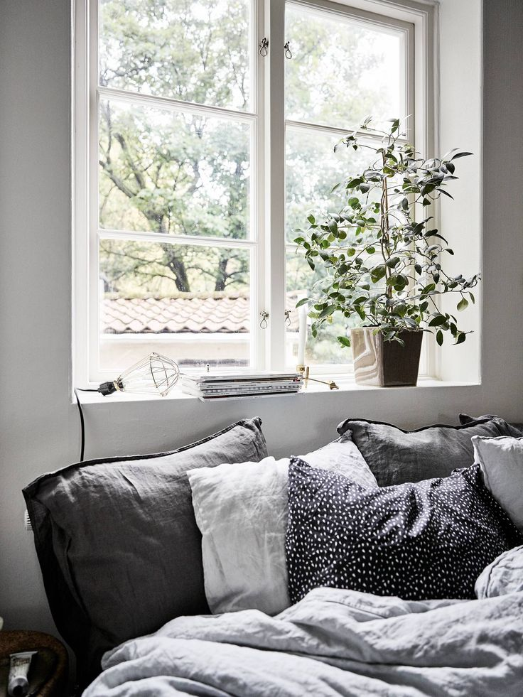Black accents in a light home - via Coco Lapine Design