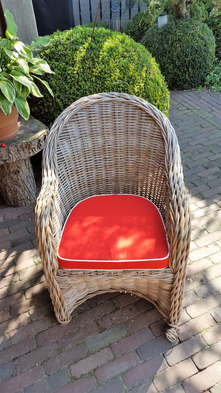 Mooi afgewerkte zitkussens met achter ronde hoeken om het perfect te laten passen. Stof: Sunbrella Kleur: LogoRed met bies kleur: Narural