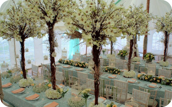 White Crafts Wedding Blog - gorgeous wedding flower trees