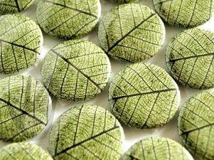 badge TEBA-074 green leaf badge / flair button from 3rd Eye <3 http://3rdEyeCraft.com