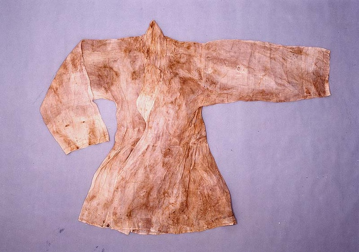 """A moshi (Korean ramie) military officer's coat, pleated at the waist (cheollik) from the """"tomb of Go Un (1479-1530), a leading figure representing the Neo-Confucian literati based in the Honam (Jeolla) region during the mid-Joseon Dynasty.... Made of cotton, ramie and silk, the clothes appear to have been worn by Go Un while he was alive."""" Important Folklore Cultural Heritage 239."""