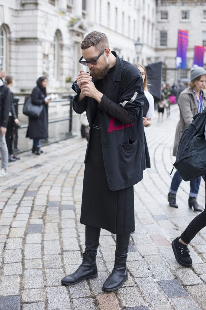I can describe the love I feel for men in skirt Streetstyle at London Fashion Week SS14 © CHASSEUR MAGAZINE