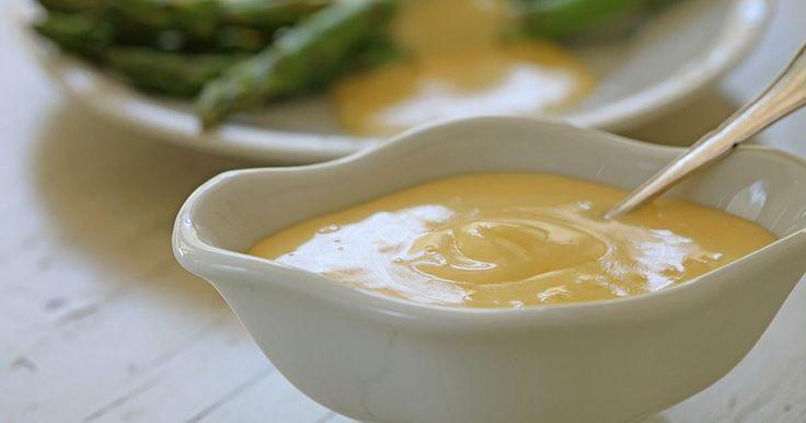 Klassisk hollandaisesås som passar perfekt till lax, spenat eller brunchklassiker som croque madame eller ägg florentine.