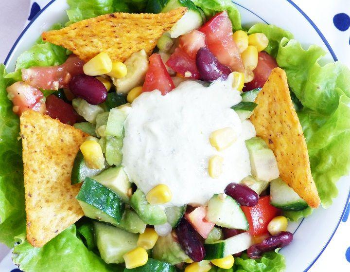 Frisse Mexicaanse salade met nacho's