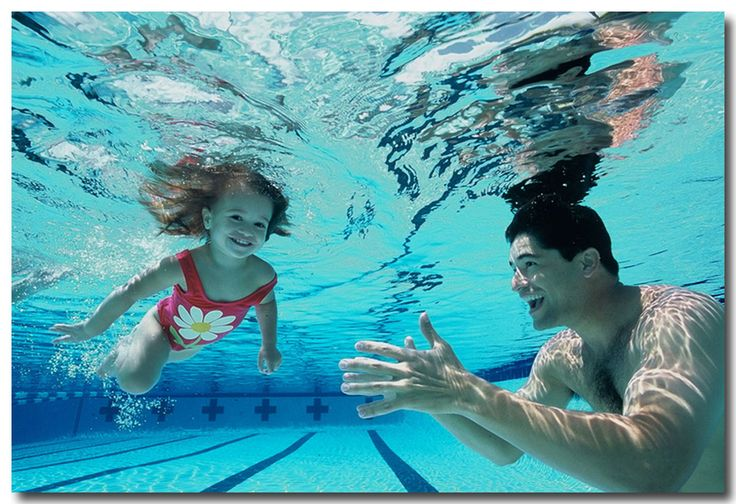 teach your toddlers how to swim: lot's of step by step instructions and great ideas to get them to put their face underwater too.