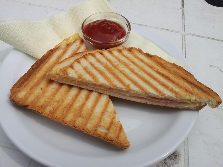 Tosti ham en kaas / toast with ham and cheese