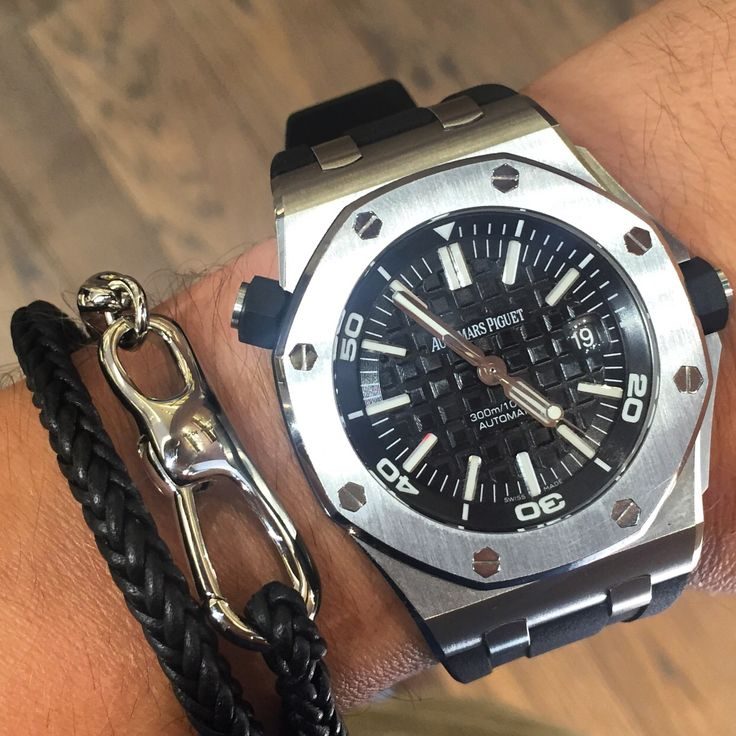 Audemars Piguet Diver x Ferragamo Bracelet. With the purchase of this beautiful super mint watch you get the Ferragamo bracelet for free. Contact us  before is too late. 18006353095 or info@thetimeshoppers.com  www.thetimeshoppers.com  www.thetimeshoppers.com  #thetimeshoppers  #audemarspiguet #audemars #diver #ferragamo #rangerover #watchporn #wristporn #lovewatches #watchoftheday #watch #miamibeach #westpalmbeach #ftlauderdale #womw #wruw #limited #luxury #style #stylish #floridakeys…