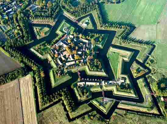 """Fort Bourtange was planned and construction begun by Wiliam of Orange """"aka The Silent"""" to control the road between the spanish occupied city of Groningen and Germany.The castle was completed in 1593."""