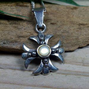 Ketting hanger kruis echt zilver (925)  Met parelmoer steentje.