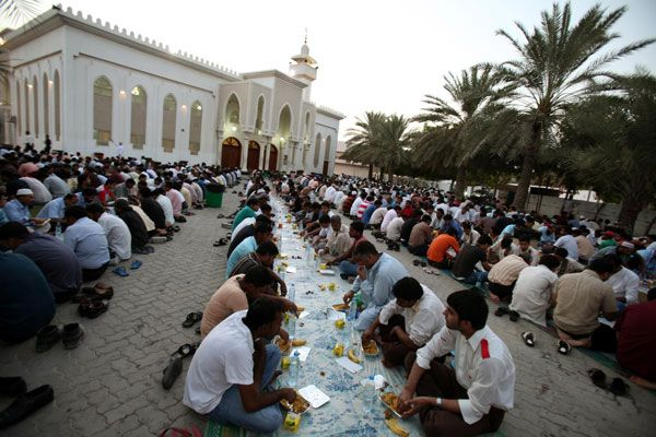 Ramadan, the holy month for Muslims, is marked by prayer, fasting and charity. As an Islamic country, Dubai culture is no different and many restaurants and cafes close during daylight hours. Non-Muslims should not eat, drink or smoke in public, but do so only in private or at specially closed off hotel restaurants.