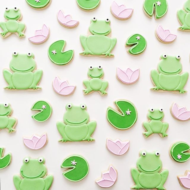 It's leap day! So it's only fitting we share this froggy post by @birdandbiscuit  Tutorial in Profile Link  [CookieCutterKingdom Circle, Flower, Jumping Frog and Sitting Frog Cookie Cutters] #cookiecutterkingdom