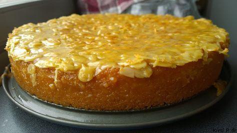 Toscakakku Kuten olen jo monesti maininnut meillä ei mekeita usein leivota. Toscakakku on kuitenkin ollut yksi suosikeistani lapsuudesta saakka :) Olen tehnyt kyseistä kakkua eri ohjeilla mutta Habanerokitchenin on ehdottomasti paras ja haluan jakaa sen teidänkin tietoisuuteen! Jutun juju on se että kakkutaikinaan lisätään tuoreesta appelsiinistä puristettua mehua. Niin simppeli niksi mutta muuttaa tämän herkun aivan mahdottoman hyväksi!