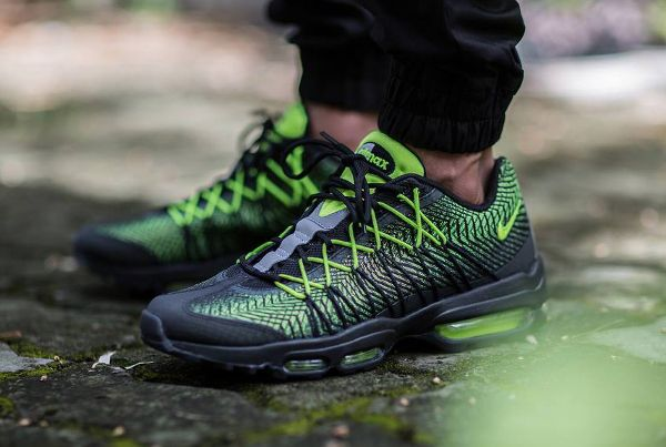 Wmns Nike Air Max 95 DYN FW Black Volt White
