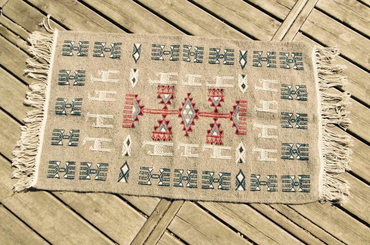 74 best tapis berbere kilim pour chambre et salon images on pinterest tapis kilim tapis. Black Bedroom Furniture Sets. Home Design Ideas