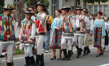 TRADITIONAL ROMANIAN FOLK COSTUMES