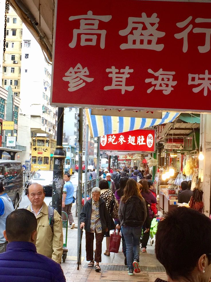 Bill ✔️ A bustling section of De Voeux Road, Hong Kong Island, Hong Kong 🇭🇰, China.      Bill Gibson-Patmore.  (iPhone image, curation & caption: @BillGP). Bill😄 🇳🇿✔️.