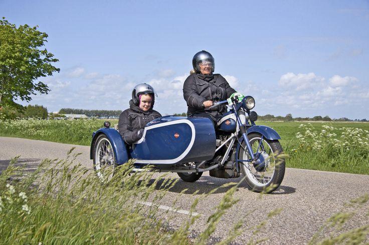 https://flic.kr/p/zzRXJY | Nimbus Tour + sidecar 1936 (3348) | 1936 Nimbus Tour with sidecar - 746cc - 4 cilinder engine - 18 bhp / 4.000 rpm - shaft drive - top speed 85 km/h - curb weight 125 kg - Built by Fisker and Nielsen of Copenhagen - Denmark.