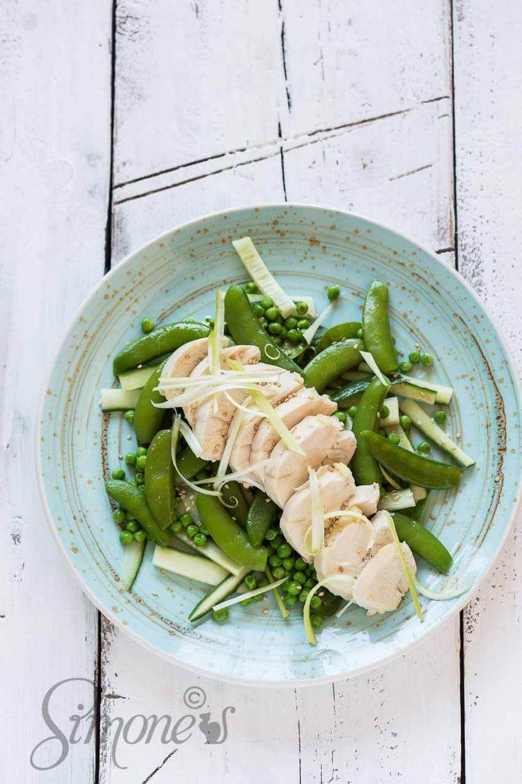 Gepocheerde kip met groene groenten