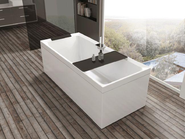 Coup de coeur pour cette baignoire moderne qui fait entrer l'hydromassage dans nos salles de bains...
