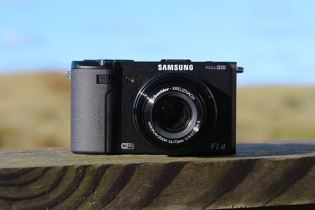 Die Samsung ist eine edle Kompaktkamera mit guter Bildqualität. Ausgestattet ist sie mit einem dreh- und klappbaren Kontrollmonitor. Den vollständigen Test der Samsung EX2F gibt's hier:    www.ralfs-foto-bude.de/kameratest/vergleichstests/drei-ed...     http://hc.com.vn/  http://hc.com.vn/dien-tu/tivi-led.html  http://hc.com.vn/dien-tu/tivi-lcd.html