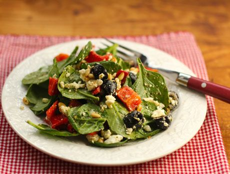 Recipe for spinach salad with bell pepper, olives, feta, and pine nuts - YUM! {The Perfect Pantry}