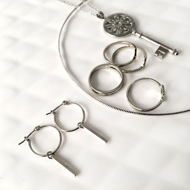 #julierawbox #giftbox #jewelry #earrings #rings #necklace