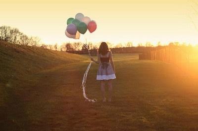 Helium ballonnen zijn niet alleen voor de leuke zomerfeestjes, ook op een mooie herfstdag maken helium ballonnen je feest compleet! www.hiephiepballon.nl