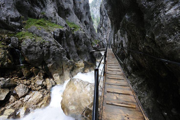 Höllental Gorge near Garmisch - Höllentalklamm in Grainau an der Zugspitze: Wandern in der Höllentalklamm Urlaub in Grainau - Das Dorf an der Zugspitze - inmitten von Oberbayern