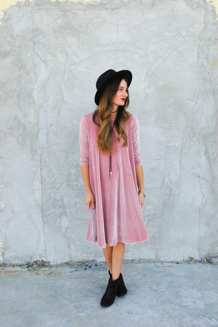 Sara's velvet Ebony Dress // Closet Case Patterns https://thesaraproject.com/2017/08/31/velvet-ebony-dress-with-stylish-fabric/