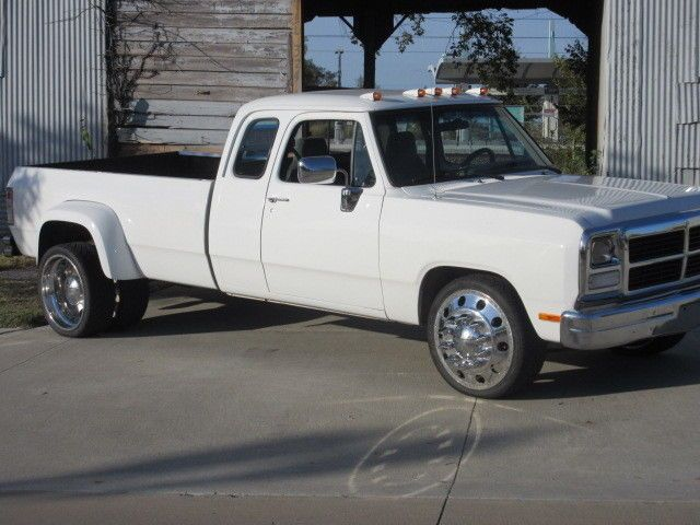 1993 Dodge D350 Extended Cab Dually 1st Gen Cummins Diesel for sale: photos, technical specifications, description